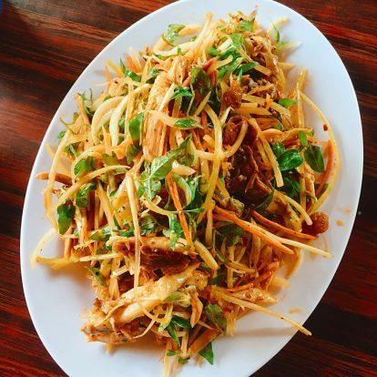 ăn gì ngon khi du lịch hội an tự túc? cơm gà long