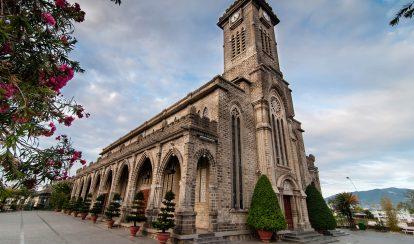 du lịch nha trang tự túc nên đi đâu chơi? nhà thờ chánh tòa kito vua