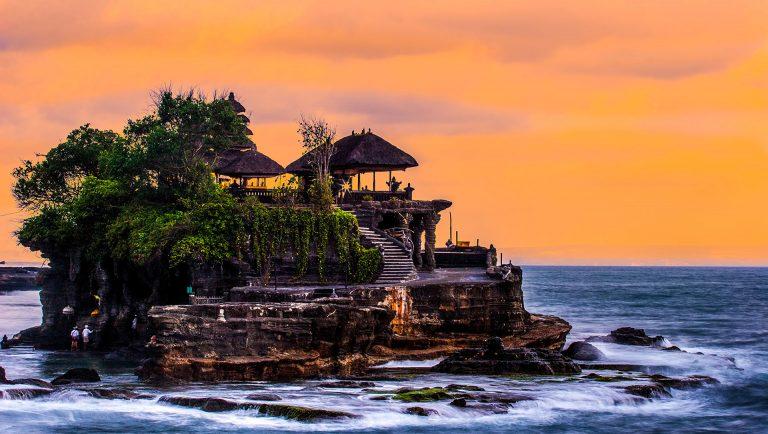 Đền Uluwatu và đền Tanah Lot