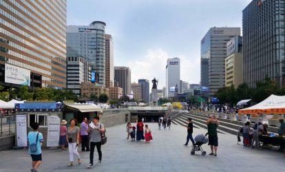 quang-truong-gwanghwamun-rong-lon