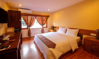 phong-giuong-doi-tai-crown-prince-hotel