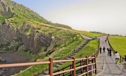 kinh nghiệm du lịch đảo jeju: ăn gì, chơi gì, ở đâu? núi lửa seongsan ilchuldong