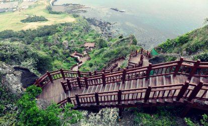 đường dẫn lên đỉnh núi lửa seongsan ilchuldong trên đảo jeju