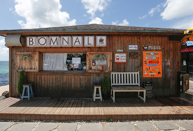 Monsant & Bomnal Cafe