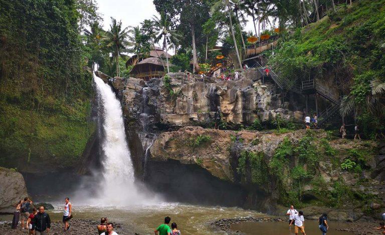 toan-canh-tegenungan-waterfall