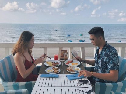 bữa sáng view biển miễn phí ở khách sạn surf for you