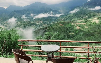 ban-ghe-ngoi-uong-tra-ngam-canh-tai-valley-view-homestay