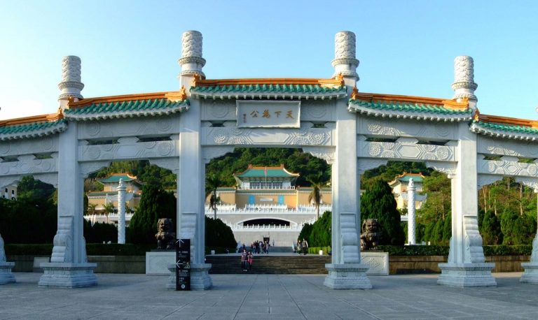 cong-vao-bao-tang-cung-dien-quoc-gia-dai-loan