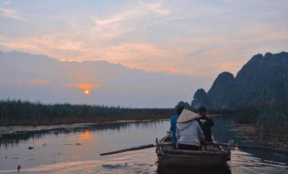 tour đi thuyền khám phá đầm vân long