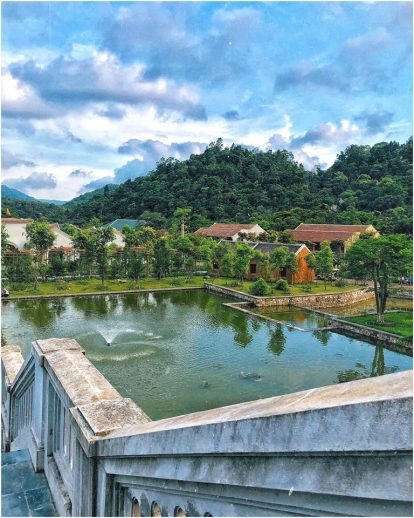 ho-nuoc-trong-resort-legacy-yen-tu