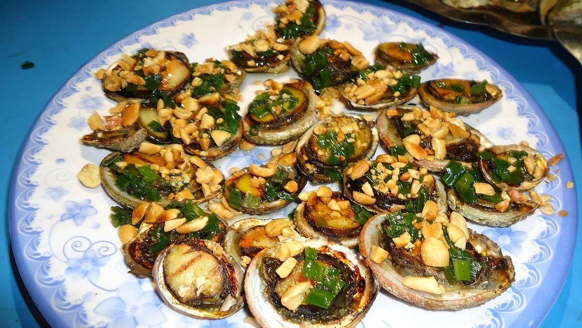 du lịch phú quốc tự túc nên ăn gì? bào ngư nướng