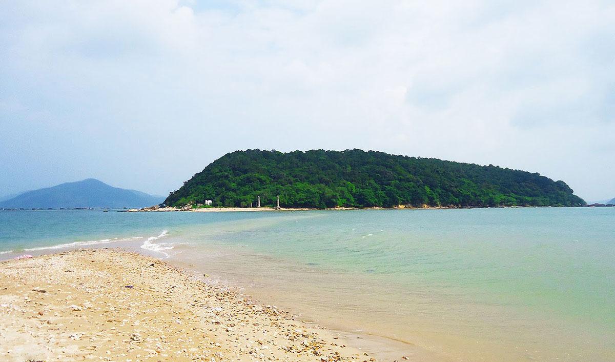 5 con đường đi bộ tự nhiên giữa biển đẹp nhất việt nam: nhất sơn tự phú yên