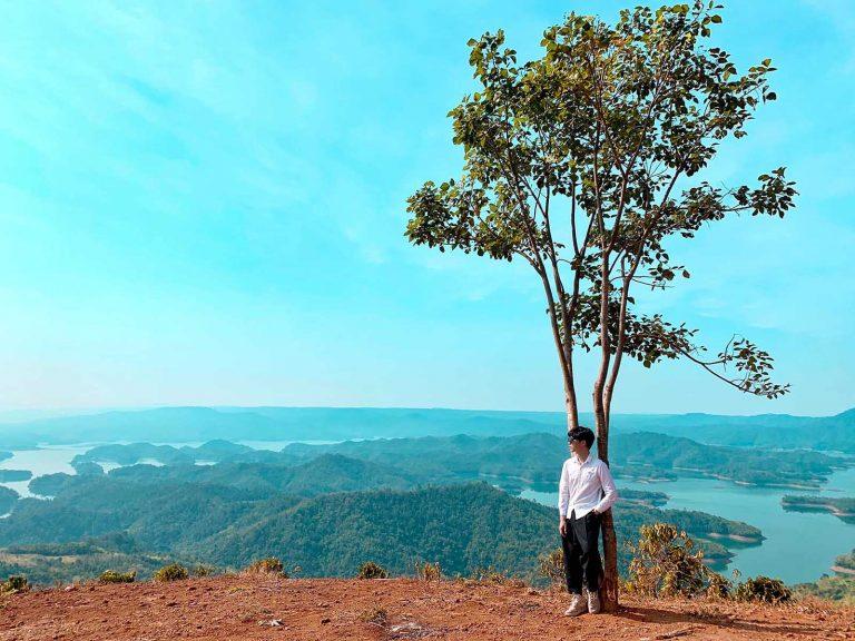 du lịch đắk nông nên đi đâu chơi? cây cô đơn tại hồ tà đùng