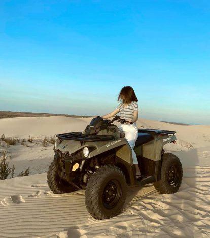 trải nghiệm lái môtô trên đồi cát bàu trắng