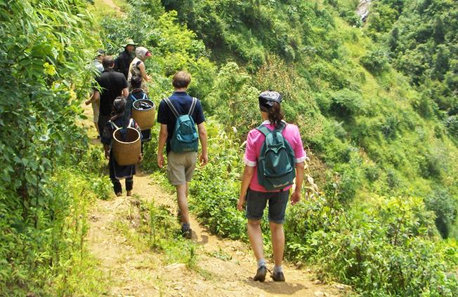 trang phục trekking